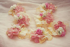 Náramky - Romantické ružovkasté náramky pre družičky - 5796690_