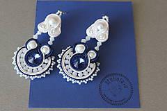 na ľudovú nôtu - štebotavé šujtášové náušnice (bielo-modré)