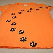 Tričká - Oranžové dámské triko s kočičími stopami L - 5822340_