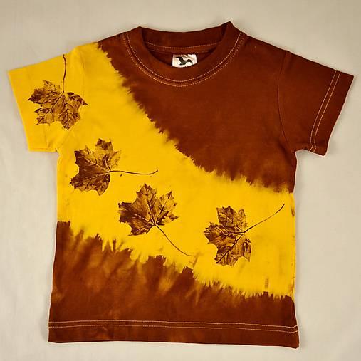 Žluto-hnědé dětské tričko s listy