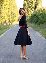 Šaty - Šaty s kruhovou sukňou a výstrihom na chrbte - 5843776_