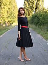 Šaty - Šaty s kruhovou sukňou a výstrihom na chrbte - 5843777_