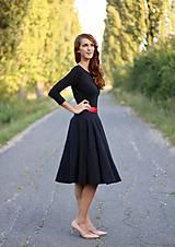 Šaty - Šaty s kruhovou sukňou a výstrihom na chrbte - 5843778_