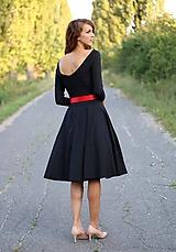 Šaty - Šaty s kruhovou sukňou a výstrihom na chrbte - 5843779_