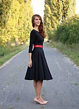 Šaty - Šaty s kruhovou sukňou a výstrihom na chrbte - 5843780_