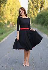 Šaty - Šaty s kruhovou sukňou a výstrihom na chrbte - 5843786_