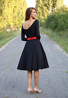 Šaty - Šaty s kruhovou sukňou a výstrihom na chrbte (38) - 5843779_