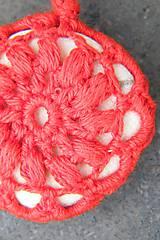 Dekorácie - Červená závesná kamenná dekorácia - 5860226_