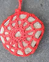 Dekorácie - Červená závesná kamenná dekorácia - 5860227_