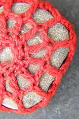 Dekorácie - Červená závesná kamenná dekorácia - 5860228_