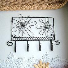 Nábytok - vešiak s kvetmi - 5888052_