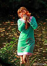 Šaty úpletové s ozdobnými gombíkmi, farbené a maľované MONETKY