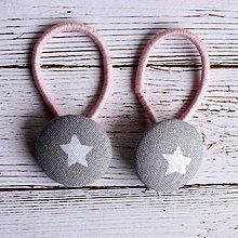 Detské doplnky - DETSKÉ Gumičky do vlasov s buttonkami Sivá s hviezdičkami - 5893863_