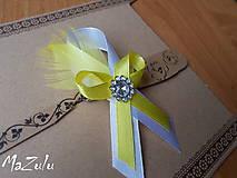 svadobné pierko so žltým perím