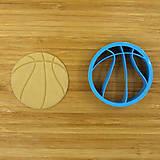 vykrajovačka basketbalová lopta