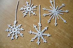 Dekorácie - Biele háčkované vianočné dekorácie 1 - 5922270_