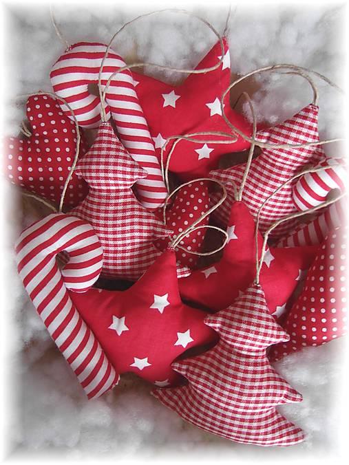 Vianočné ozdoby-červená klasika