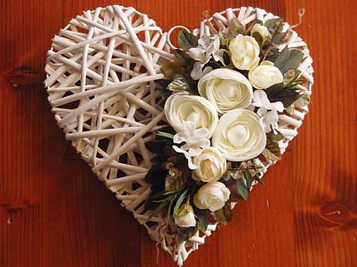 97d1a716b Vintage srdce s bielymi a smotanovými kvetmi / erikak - SAShE.sk ...