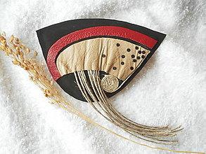 Odznaky/Brošne - Brošňa kožená, vo vetre - 5926331_
