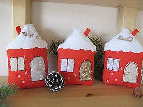 Dekorácie - Vianočné zasnežené domčeky- dekorácia - 5932685_
