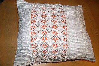 Úžitkový textil - Tkaná obliečka na vankúš zdobená háčkovanou čipkou - 5938781_