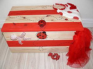 Detské doplnky - Drevená truhlica na hračky-lienky :) - 5941460_