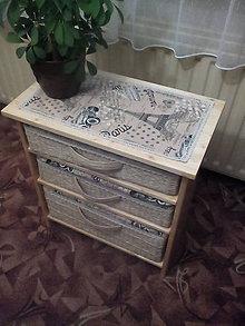 Nábytok - Komoda zo smrekového dreva s pletenými šuflíkmi - 5942856_