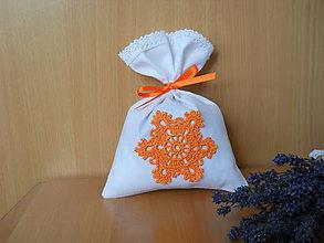 Úžitkový textil - Levanduľové vrecúško s oranžovou vločkou - 5950529_
