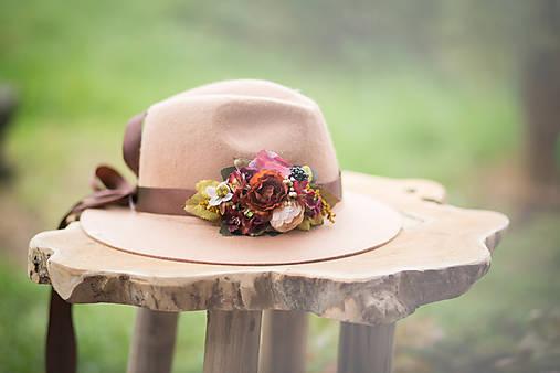 22ae4ab46 Ozdoba na klobúk