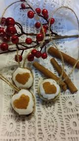 - Vianočné oriešky so škoricovými srdiečkami - 5970201_