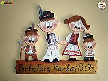 Menovka - rodinka v krojoch chlapci