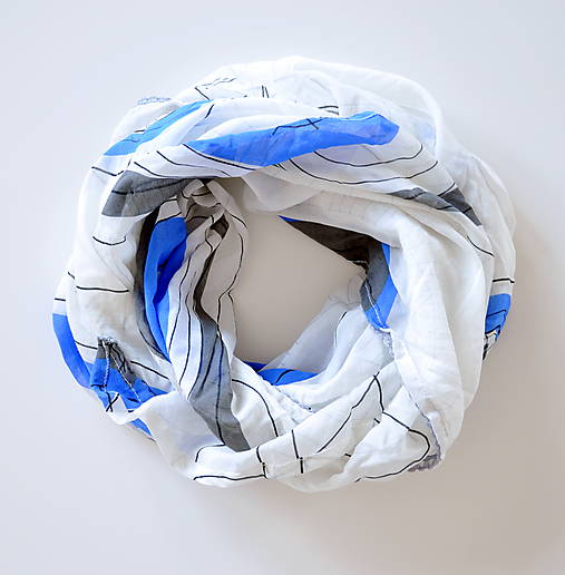 megašatka biela s modrými kruhmi II
