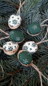 - Vianočné oriešky do zelena - 5985920_