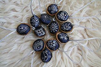 Dekorácie - Oriešky Bibi - maľovaný satén - POSLEDNÝ KUS - 5991021_