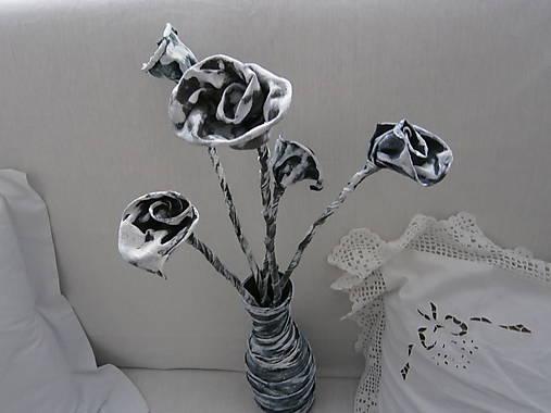 Váza pred nevestu a ženícha.
