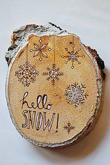 Dekorácie - Závesná drevená dekorácia - hello snow - 6013261_