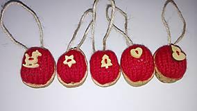 - Vianočné oriešky v pletenom kabátiku - 6021961_
