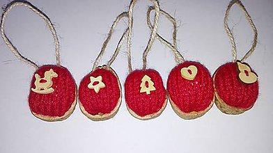 Dekorácie - Vianočné oriešky v pletenom kabátiku - 6021961_