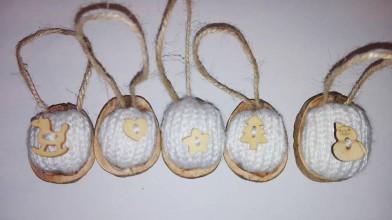 Dekorácie - Vianočné oriešky v pletenom kabátiku - 6023902_