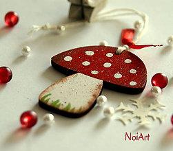 Dekorácie - Vianočná ozdoba Hríbik bodkovaný - 6030098_