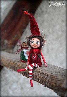 Dekorácie - ♥ Mini bytôstka - Vianočný škriatok Jerguš s prianím ♥ - 6025063_