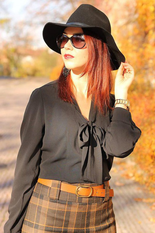 Čierna košeľa s viazačkou