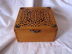 Krabičky - vyrezávaná krabička s ružičkami - 6048487_