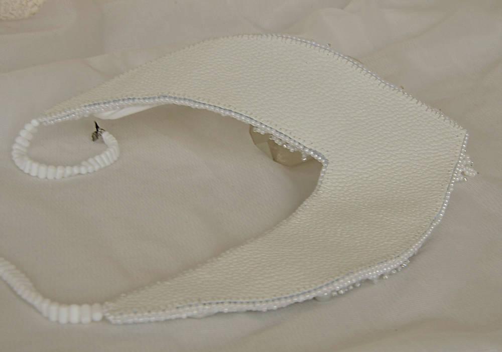 ZĽAVA 70 % Náhrdelník z hodvábu biely