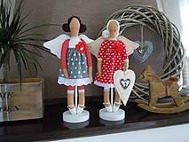 Bábiky - Anjelka na drevenom podstavci - 6070373_