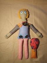 Hračky - Gombíková bábika miluje stromy... - 6075635_