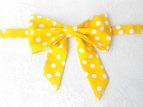 Náhrdelníky - Bodkovaný dámsky motýlik (žltý/biele bodky) - 6080584_