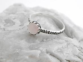 Prstene - Strieborný prsteň 925/1000 s ruženínom little Rozzi - 6080529_