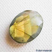 Minerály - labradorit, 16 x 21 x 4 mm - 6081191_