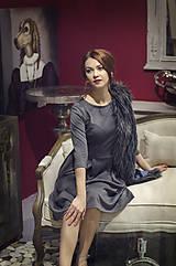 Šaty - Šedé úpletové šaty midi dĺžky - 6089010_